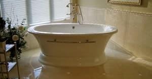 Чугунные ванны на подиуме